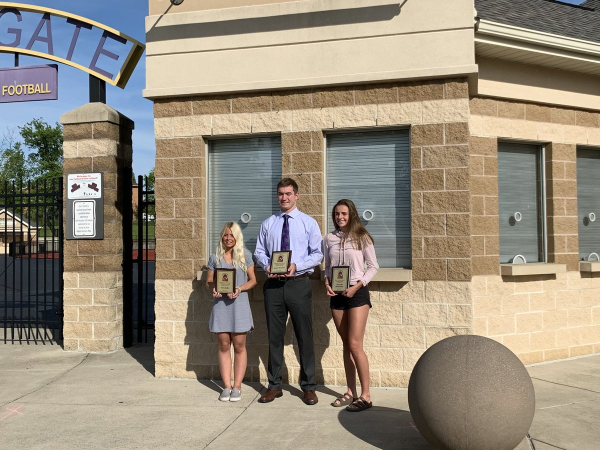NORO Nation. Your 2020 Athletes of the Year. Academic AOY Alexandra Doehrmann, Female AOY Avery Keller and Male AOY Joey Marousek. Congrats and thank you for a great four years. https://t.co/1hscLQoim6