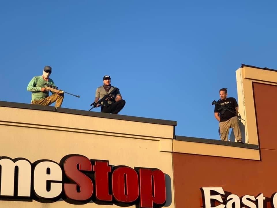 If you're in the area of Aramingo  and Butler: armed men on top of the Game Stop.   STEER CLEAR.   Photo was at 1430 or thereabouts. https://t.co/22lpjPK31T
