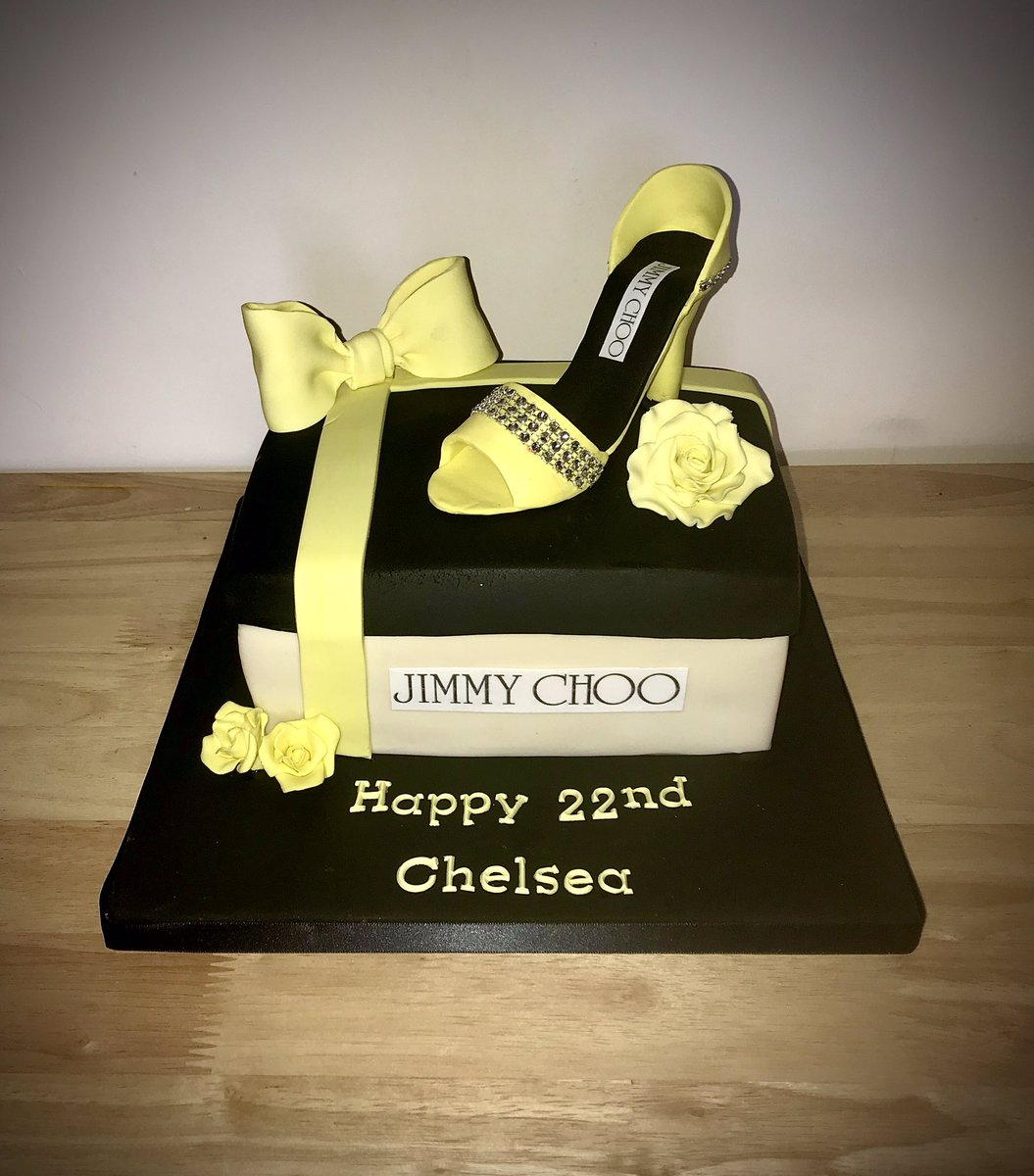 Another shoe cake order done, I'm buying a mould as it's gotta be easier than freehand, we'll it's the closest I'll ever get to Jimmy Choo shoes  (Not my design, what customer asked for)  #cakes #baking #jimmychoo pic.twitter.com/VGgjfhPvN1