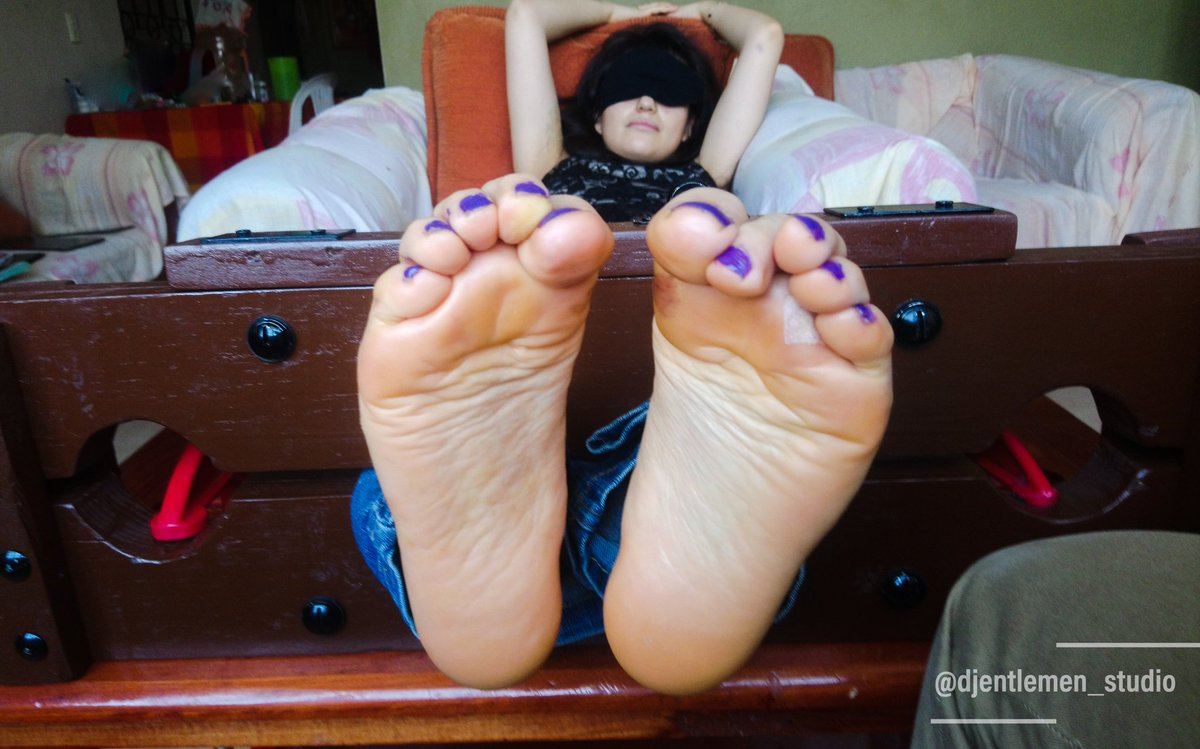 Tickle Time!  Bárbara  #DjentlemenStudio #footfetishcommunity #footfetishnation #feet #pies #tickling #cosquillas #cocegas #solletico #ticklefetish #fetichedecosquillas #amateurmodel #alternativemodel #fetichedepies #footfetish #piesfemeninos #femalefeet #toes #solesfetishpic.twitter.com/0WqXAbD0JN