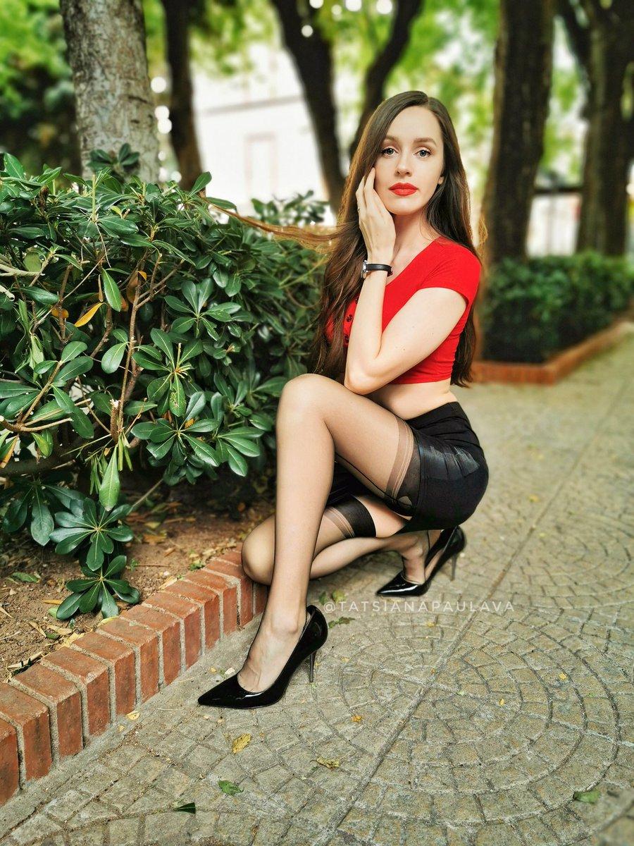 Hey there  #modeling #model #portrait #nylons #stockingsandsuspenders #stockingworship #pantyandstocking #pantyandstockingwithgarterbelt #ffs #fullyfashioned #collant #heels #highheels #longhairpic.twitter.com/s3vgPItnp0
