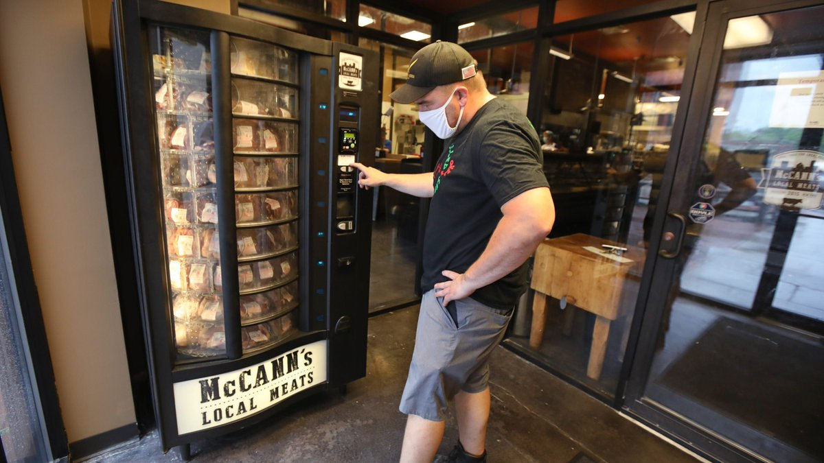 Would you buy meat from a vending machine? A butcher in NY is betting on it https://buff.ly/2U2RL9s USA Today - via @retailwire #retail pic.twitter.com/ZA4b93kABp