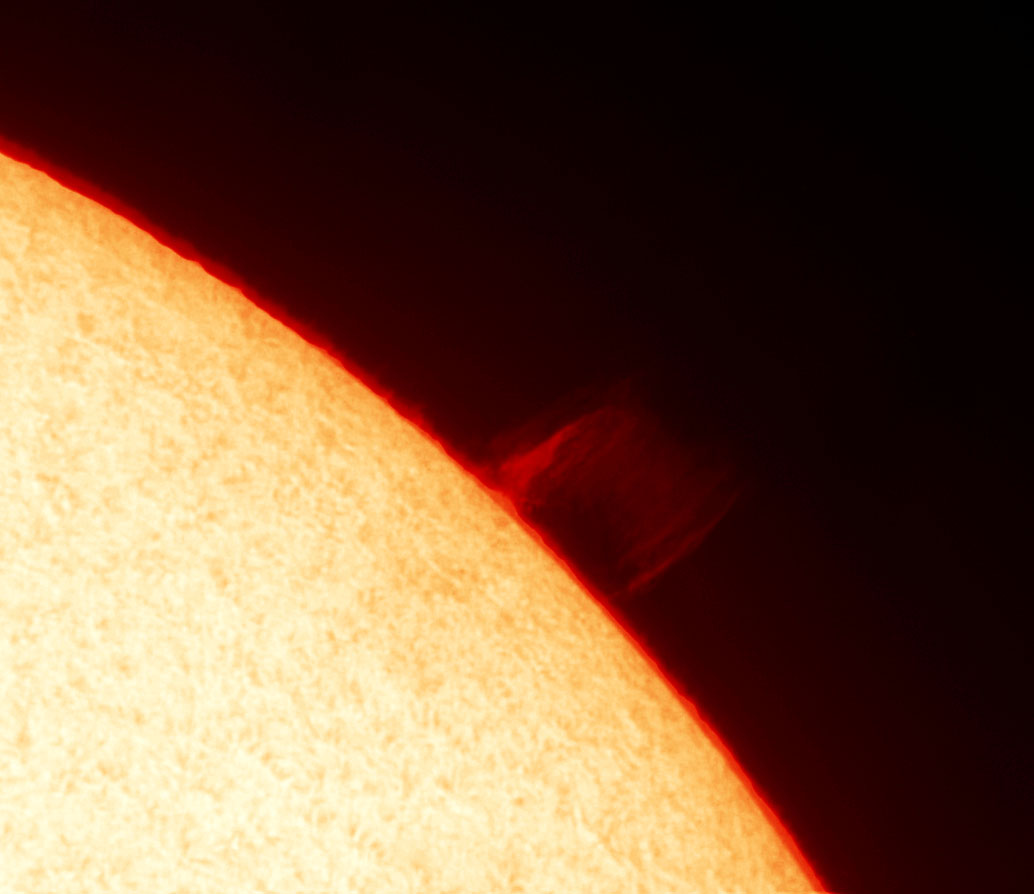 A nice prominence curtain imaged on the Sun this afternoon for #CafeSci @SidmouthScience https://t.co/uq1dlgJ8gD
