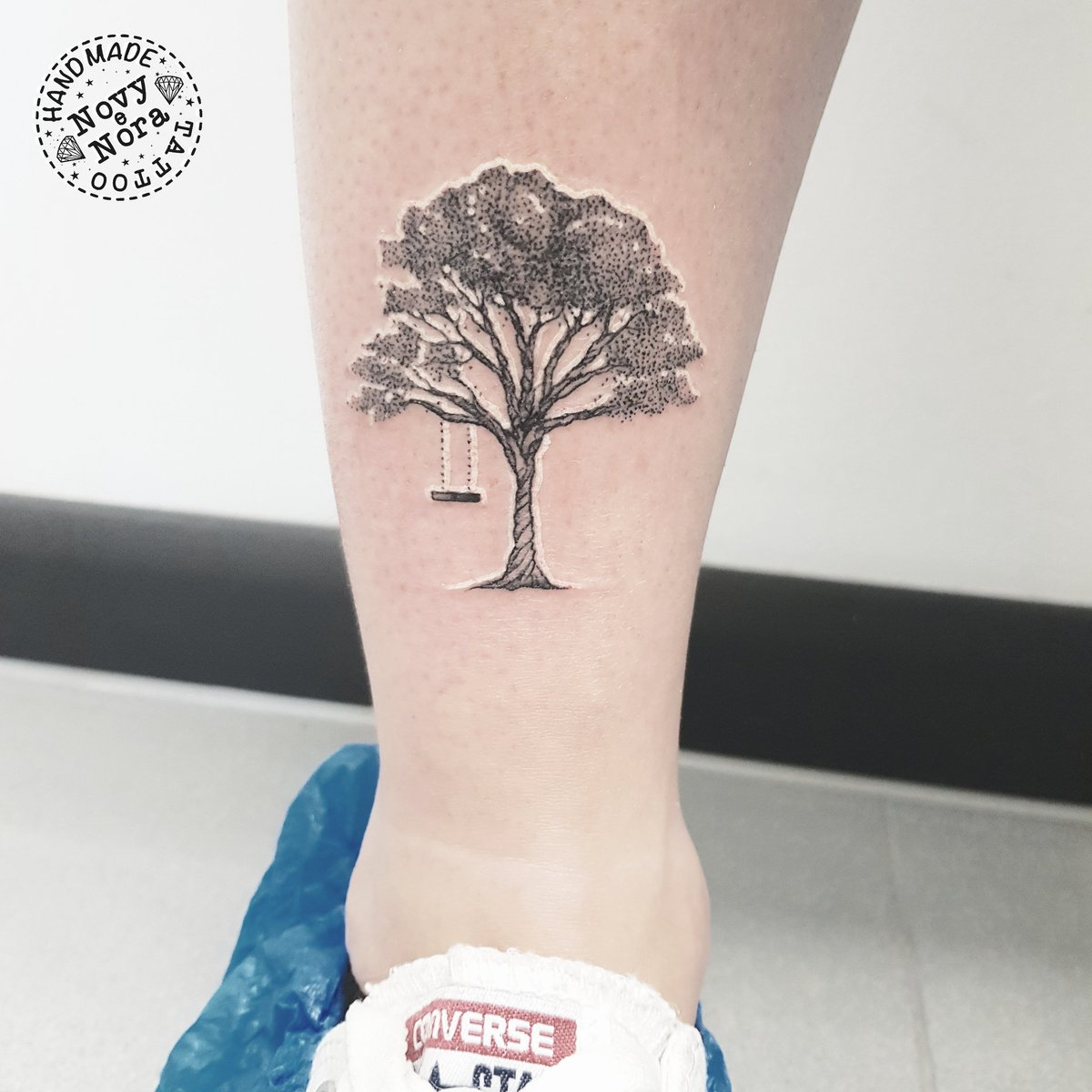 Tree  Swing #treetattoo #swing #tree #dotworktattoo #dotwork #inkedgirl #handmadetattoostudio #carpi #tattoo #tinytattoo #albero #altalena #swingtattoo #ink #onmyskin #treeswingpic.twitter.com/RzAJKRvDx9