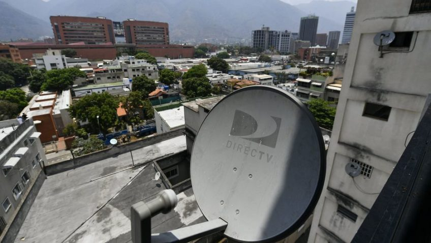@elucabista conversó con Andrés Cañizalez (@infocracia) sobre la salida de DirecTV. El periodista explicó que esto dejó a un tercio de la población venezolana sin posibilidad de ejercer sus derechos a la libre expresión, información y ocio. http://ow.ly/Yj1h30qJScDpic.twitter.com/TvLrmV8cxm