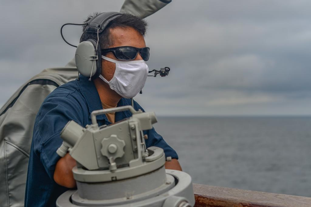Ensuring a #FreeAndOpenIndoPacific #USNavy Sailors stand watch and conduct flight operations aboard the Arleigh Burke-class guided-missile destroyer #USSRussell (DDG 59) while deployed ensuring maritime security and stability in the #EastChinaSea.