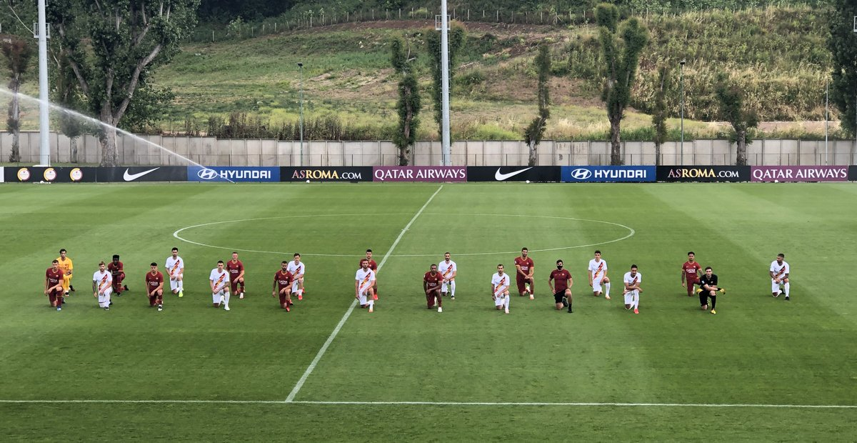 #ASRoma coach Paulo Fonseca and his players today took a knee before training in a show of support for #BlackLivesMatter https://t.co/BSfOVlkKAx