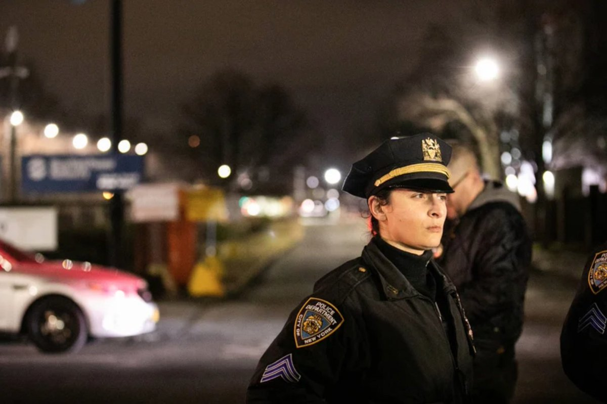 Cuomo faults de Blasio, NYPD for not doing more to stop looting #CrainsNY ow.ly/nypS50zWSfu