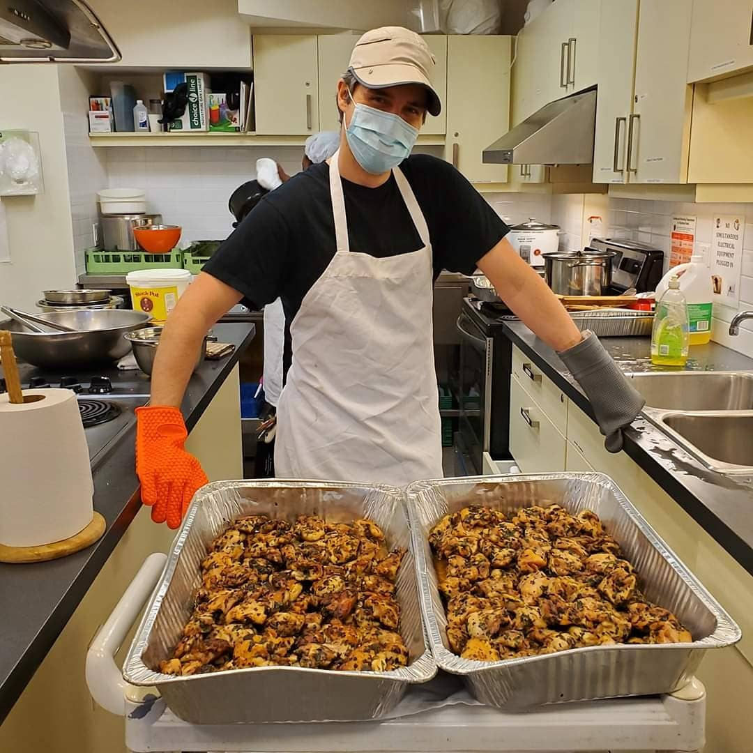 📌 Pls post for people in need of #foodsecurity Ready in 30 minutes 🤩 Chef Matthew & helpers are busy preparing today's free takeaway meals at #accesspoint on Danforth  Always Tue & Fri  1-2 pm.  always at 3079 Danforth Ave. #foodWithDignity #LeaveNoOneBehind  #COVID19CHC #C4CC