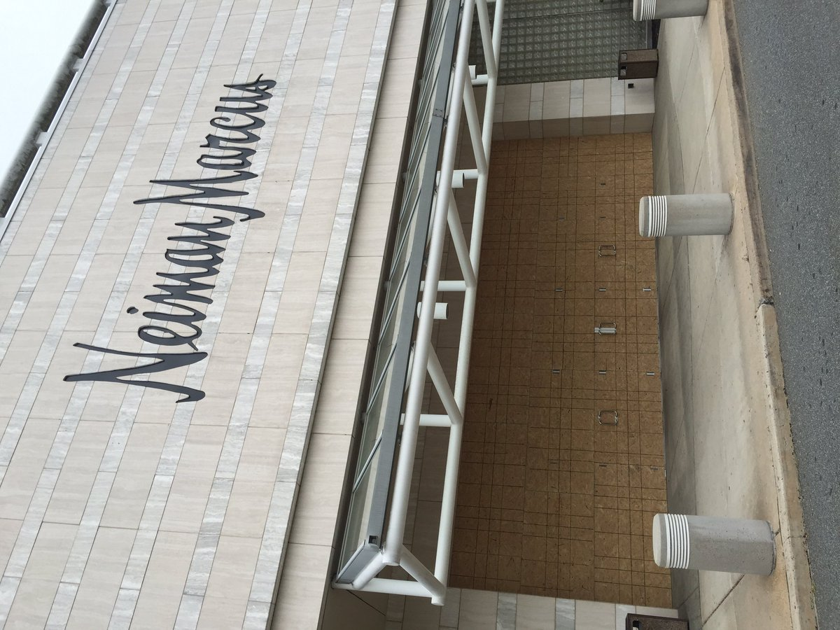 Stores at the Short Hills Mall are boarded up #malls #retail pic.twitter.com/imwiI4Cvbm