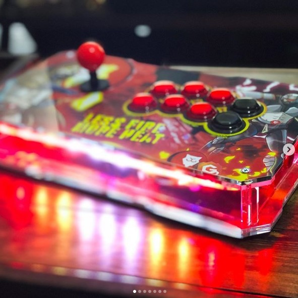 Repost from IG:  Fightstick Build complete!  Integrated #nodemcu running #wled  https://www.instagram.com/p/CAwSfurHdbx/   More pics on IG    #RETROGAMING #XboxOne #PS4 #pcmasterrace #MortalKombat #StreetFighter #SFV #fightstick #GraphicDesign #creative #DBFZ  #twnnpic.twitter.com/Ce0ALg9KVm