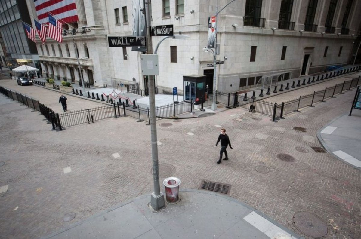Steakhouse meetings no longer an option: Wall Street sends wine, masks to woo clients #CrainsNY ow.ly/7c5s50zWXQd