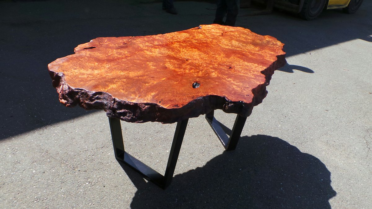 This end table ended up being perfection!  #HomeDecor #custom #woodworking  https://redwoodburl.com/project/burl-slabs/ …pic.twitter.com/0fbRlAfZzU