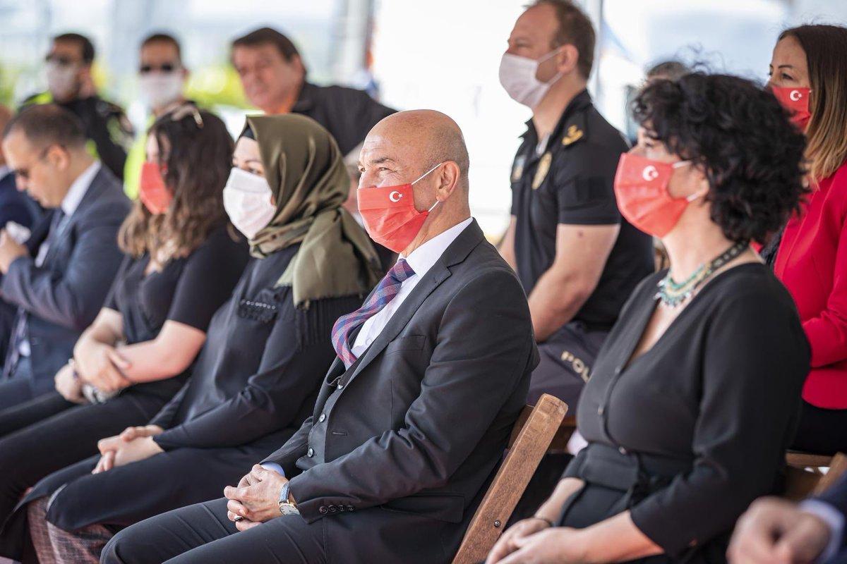 Sayın Başkanım.. Üzerinde Atatürk'ün imzası bulunan Türk bayraklı bu 'tek kullanımlık' maskeleri günün sonunda ne yapıyorsunuz? @tuncsoyer
