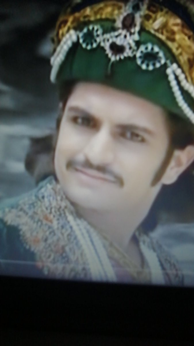 """Okay so Jodha is really mad that her temple statue got robbed and she's making promises to murder this man while his face overlays over her and its so beautiful im crying lmao this shit THIS SHIT DUDE  Also Jalal like """"wtf bitch why you so pressed it's just a stone???? """"pic.twitter.com/4vJqlhAWXZ"""