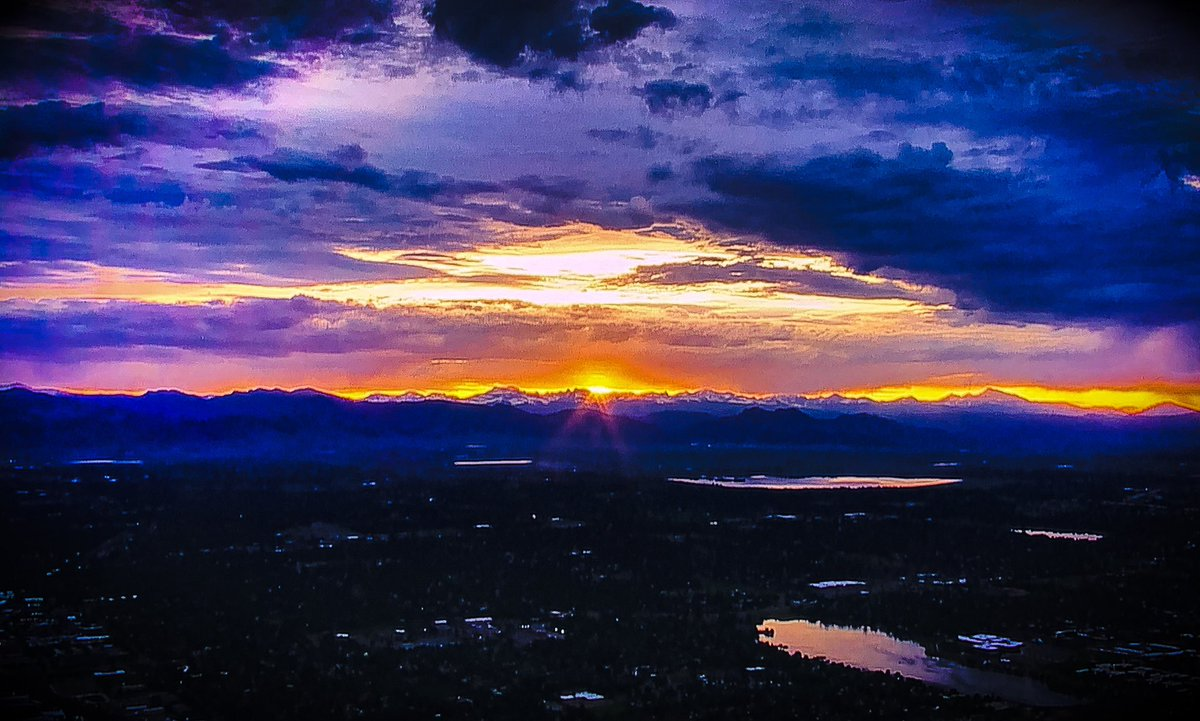 A bit of beauty in times like this. #sunset #photography #pictures #frontrange #denver #colorado #colorful #nature #serenity #aerial #rockymountains #upintheair #helilife #aerialphotographypic.twitter.com/NKeD8P0qaJ