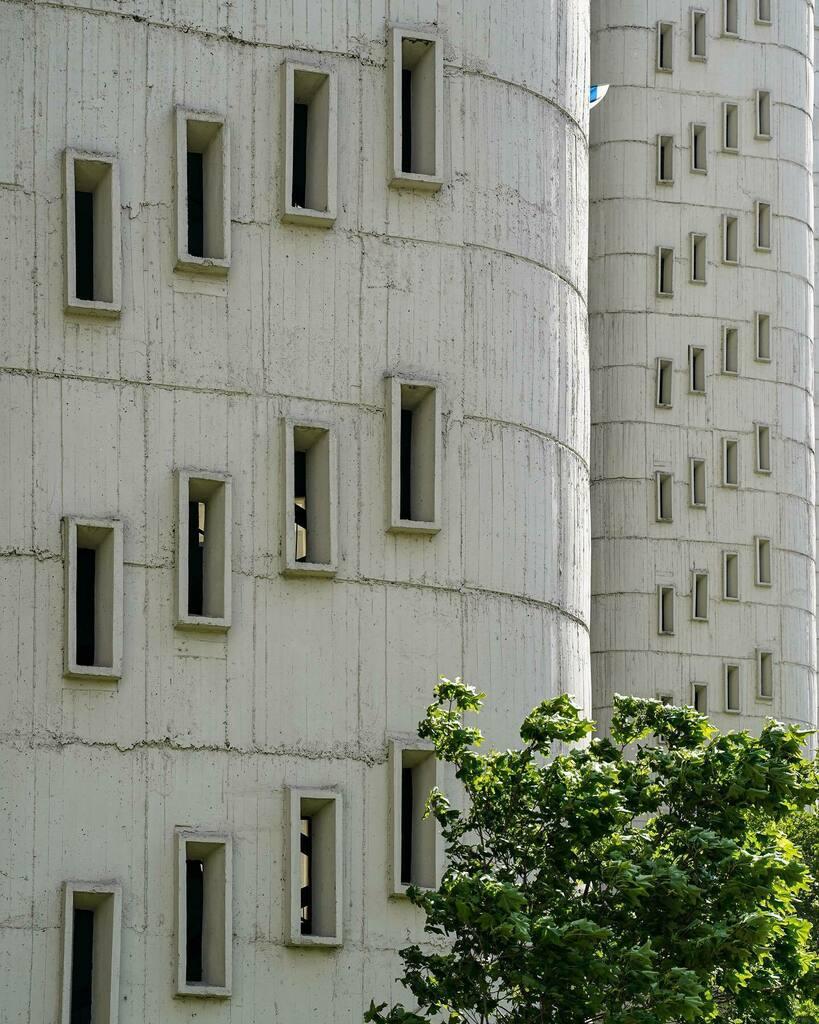 Official quarantine day 64: Modern castle windows 154/366 . . . . . . . #Moscow #Building #Architecture #Windows #window #city #cityphotography #cityscape #urban #urbanjungle #urbanphotography #buildings #citylife #365project #365days #Москва #Город #арх… https://instagr.am/p/CA8lhLVCHXv/pic.twitter.com/yspkLrSHwV