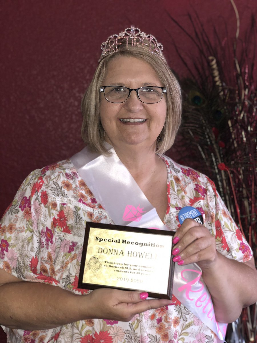 We would like to wish a very happy retirement to Ms. Donna Howell, who has been a part of the Burbank family for 38 years! We thank her for her commitment and are truly grateful to have had such an amazing teacher serve our #BurbankEagles! @HoustonISDpic.twitter.com/chdKRur5ox
