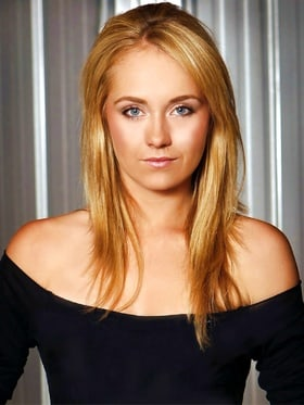 BIRTHDAY! GIRL  Amber  Marshall(Amy in HEARTLAND) 32 Today! HAPPY BIRTHDAY!