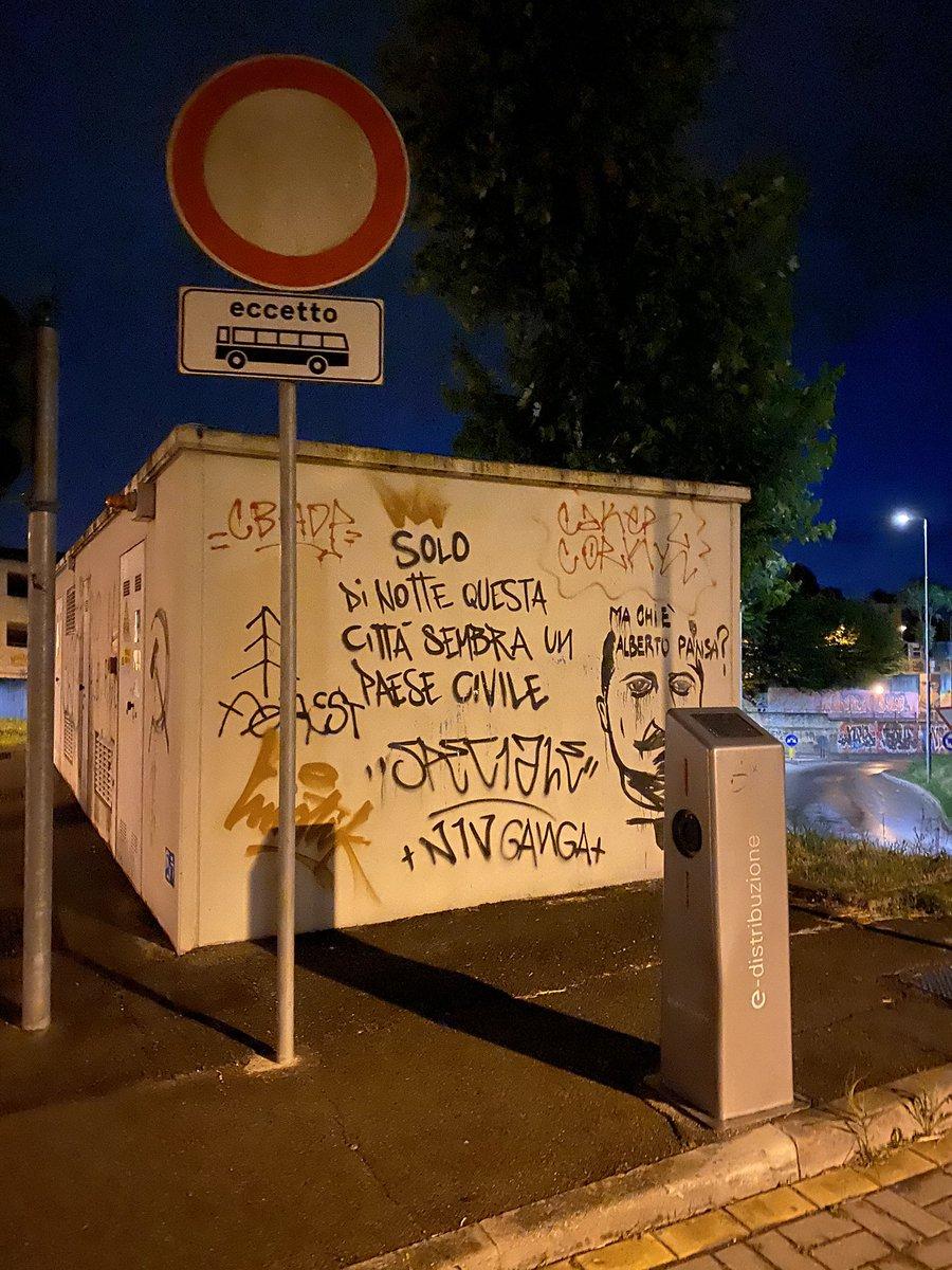 In giro. #scrittesuimuri #graffiti https://t.co/s8XcRLgrCj