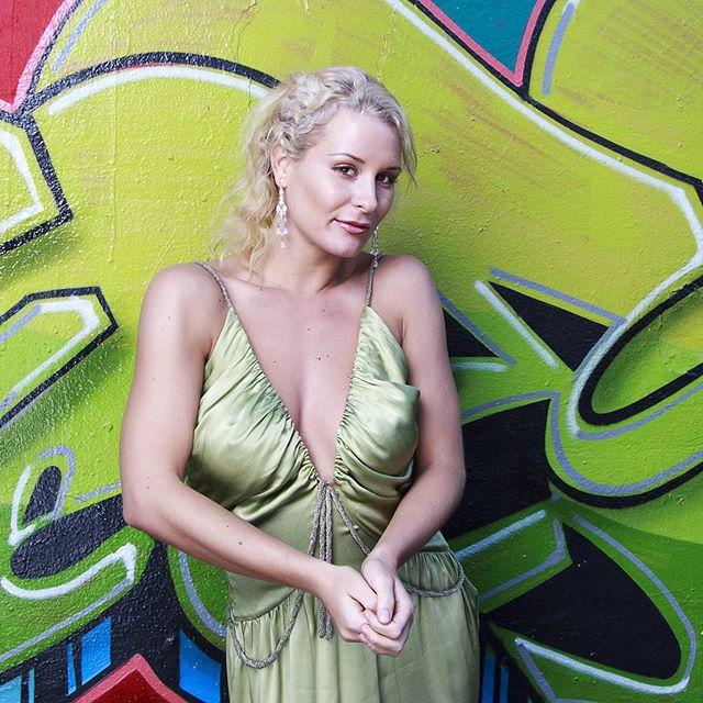 Rebecca in a beautiful green dress.  Photo spyjournal  #greendress #model #modelphotography #glamour #glamourmodel #portraitphotography #portrait #goldcoastphotographer #brisbanephotographer #graffiti #dreamcoatphotography https://t.co/JtJxHKvjIp