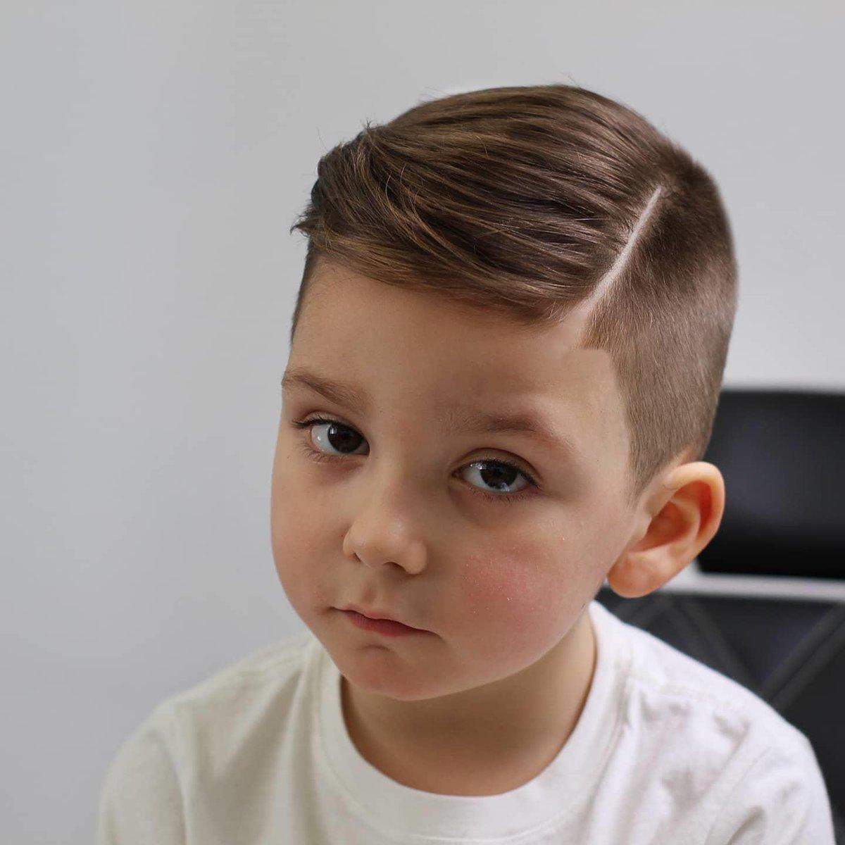 #lospequesLBdV 😏 SOIS LOS MEJORES!!! Pide tu cita en el 986135733 o las 24h en nuestra web  #LaBarberiaDeVigo #haircut #vigomola #vigo #galifornia #hair #galicia #hairlovers #hairmenstyle #style #styleformen #kids #kidshair