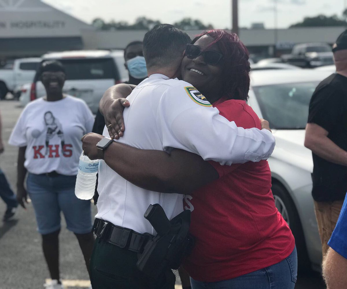 FREE HUGS 🤗 #PlantCity #peacefulprotest #teamHCSO #SheriffChadChronister