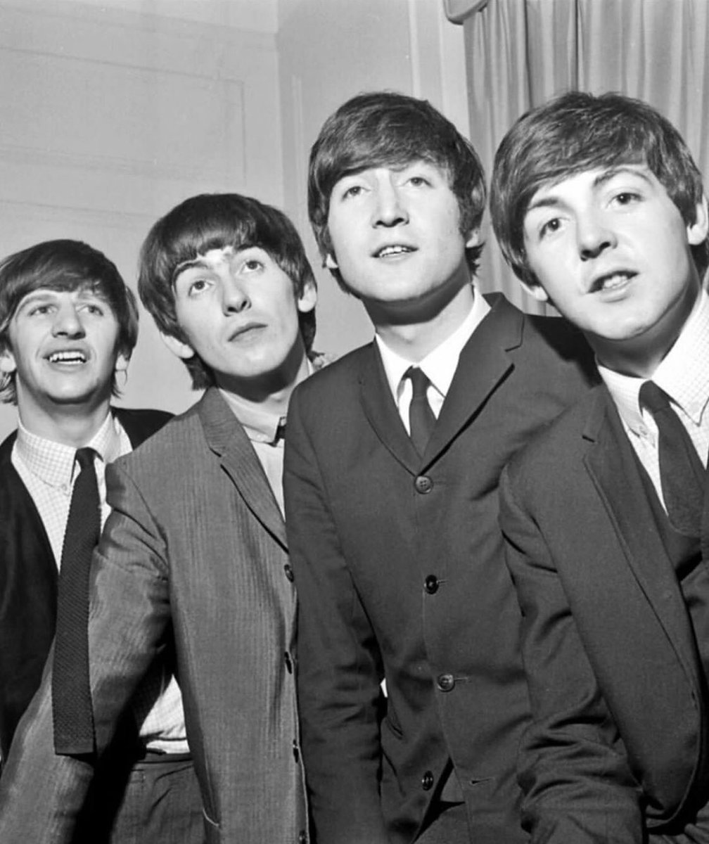 Another cool photo! @golden.slumbers.in.abbey.road   #beatles #thebeatles #band #group #fab #fabfour #style #thesixties #photo #suits #musicians #moptops #talent #music #culture #best #instadaily #instagood #instagram #repostpic.twitter.com/NXwH44ELvw