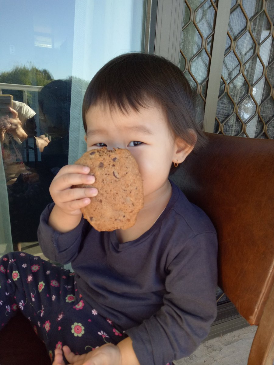 When mama is not working.  We have homemade giant choco chips for breakkie.  #phdchat  #phdmom  #onleave https://t.co/Dol1XGRVo7