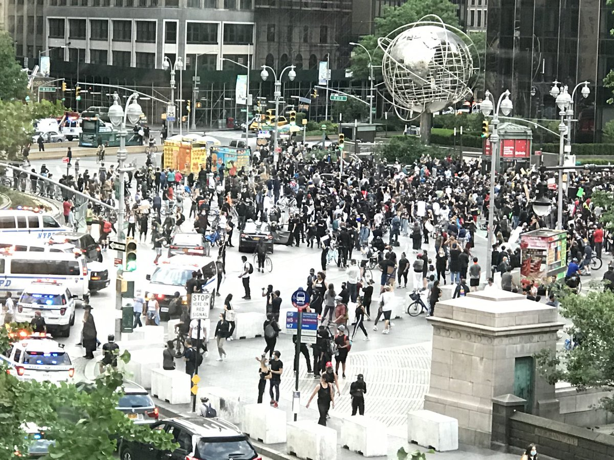 Thousands marched and are in front of Trump Hotel in #NewYork   They are calm. How can we build our #society better. pic.twitter.com/wgufaxLY23