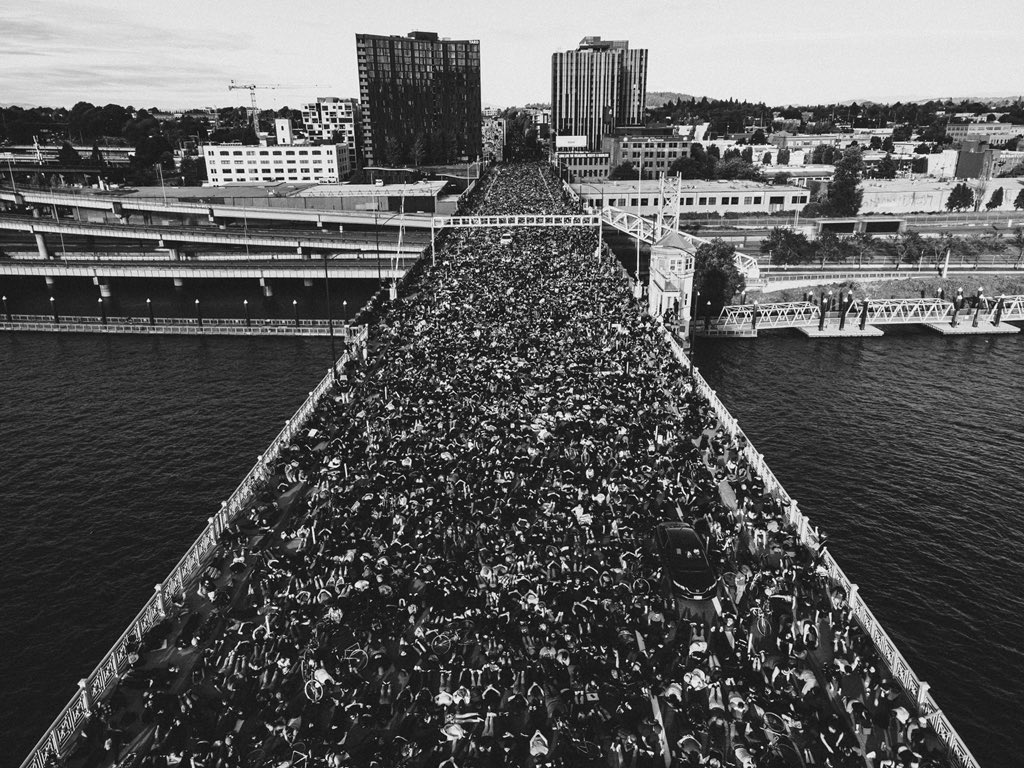 There are more people in this picture alone than in every single police department in the state of Oregon put together. pic.twitter.com/OkaDf8RUUI  by PNW Youth Liberation Front