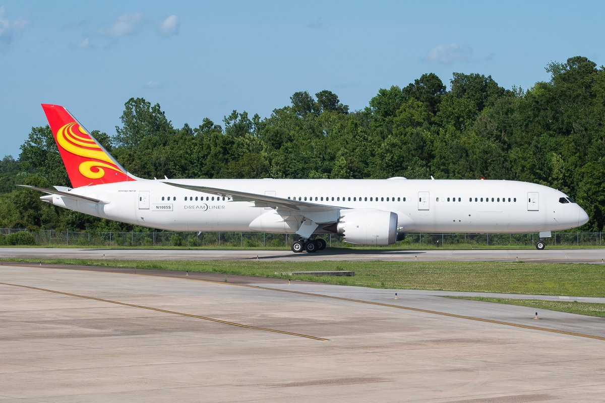 NTU 787-9 wearing the Hainan Tail and Boeing test registration N1005S after a ferry flight from PAE today.  Tags: #Aviation #Boeing #Boeing787 #Dreamliner #Hainan #BoeingSC #Planespotting https://t.co/3NgQWadiYp