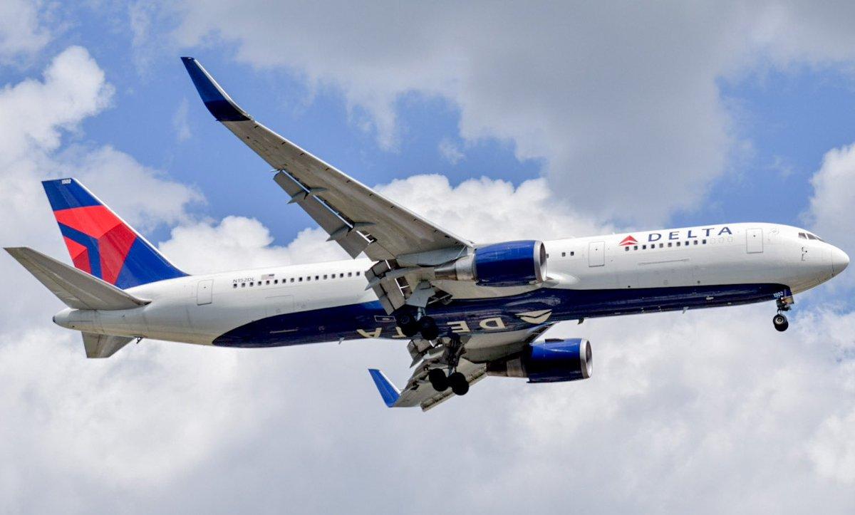 Delta Air Lines Boeing 767-3P6(ER) N152DL landing runway 22L at John F. Kennedy International Airport JFK/KJFK @Delta @BoeingAirplanes @JFKairport #AvGeek #aviation #aviationlovers #aviationdaily #airplane #plane #Aircraft #samolot #planespotting #avion https://t.co/MZAJwTm6Jn