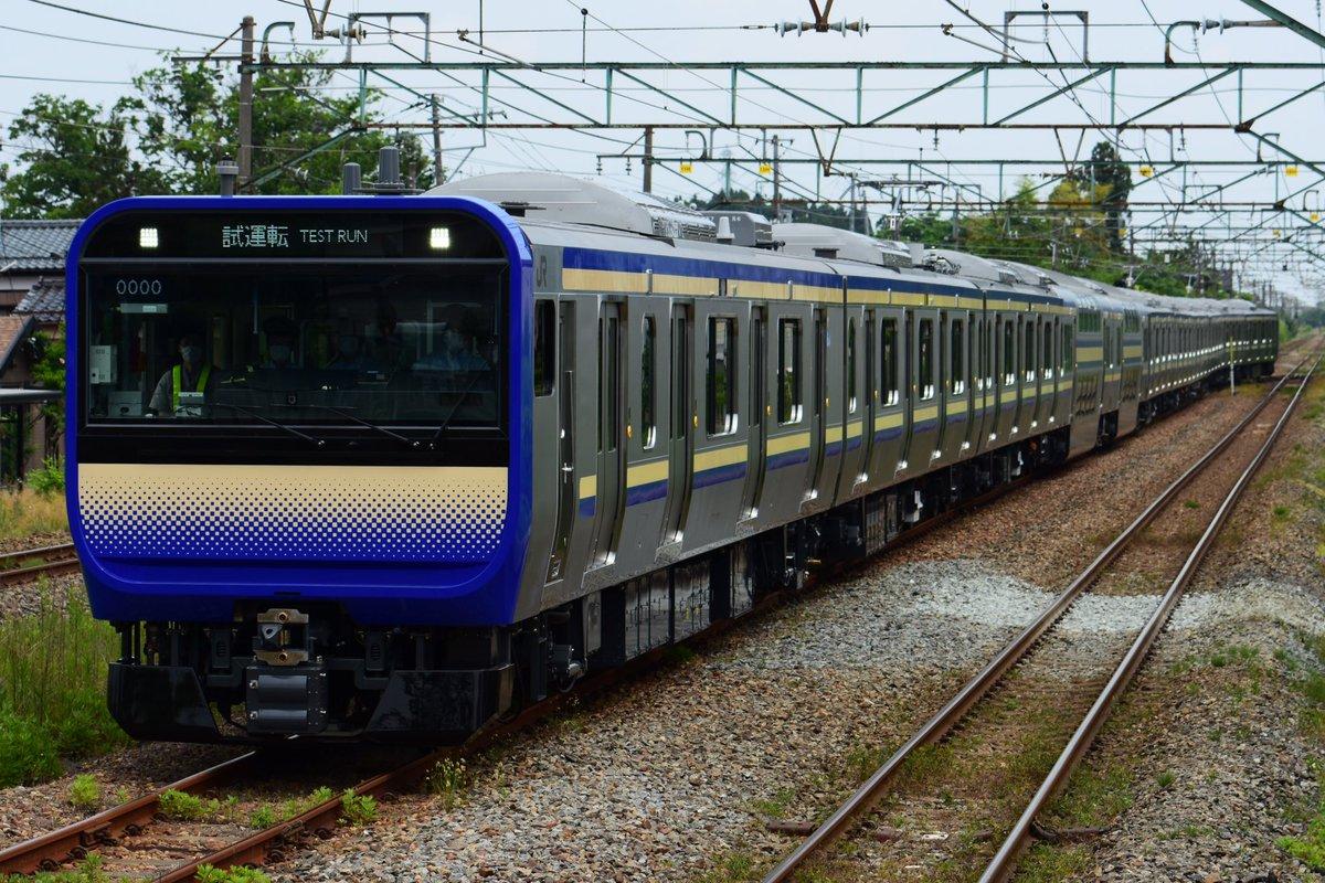 E235系 横須賀総武線 試運転羽生田駅に到着しました。前面LED表示器はシャッタースピード1/1000でも留めることができます(カメラの機種による)