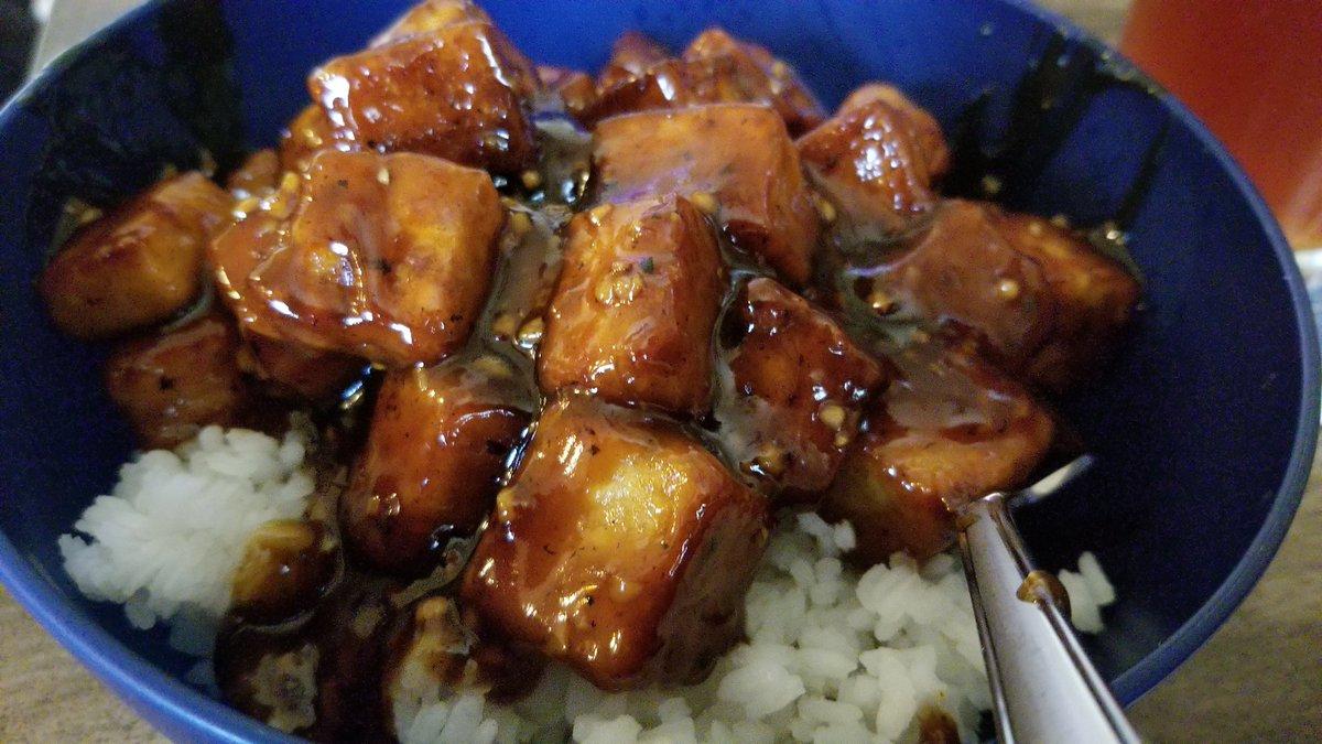 Omg, go good. Made orange tofu (like General Tso's) tonight...who says #vegan food is bland.pic.twitter.com/Je9Nf1Ffxs