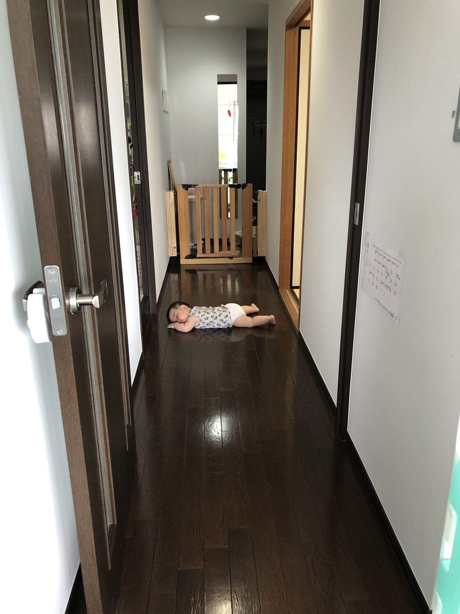 次女はだいたい勝手に寝る。