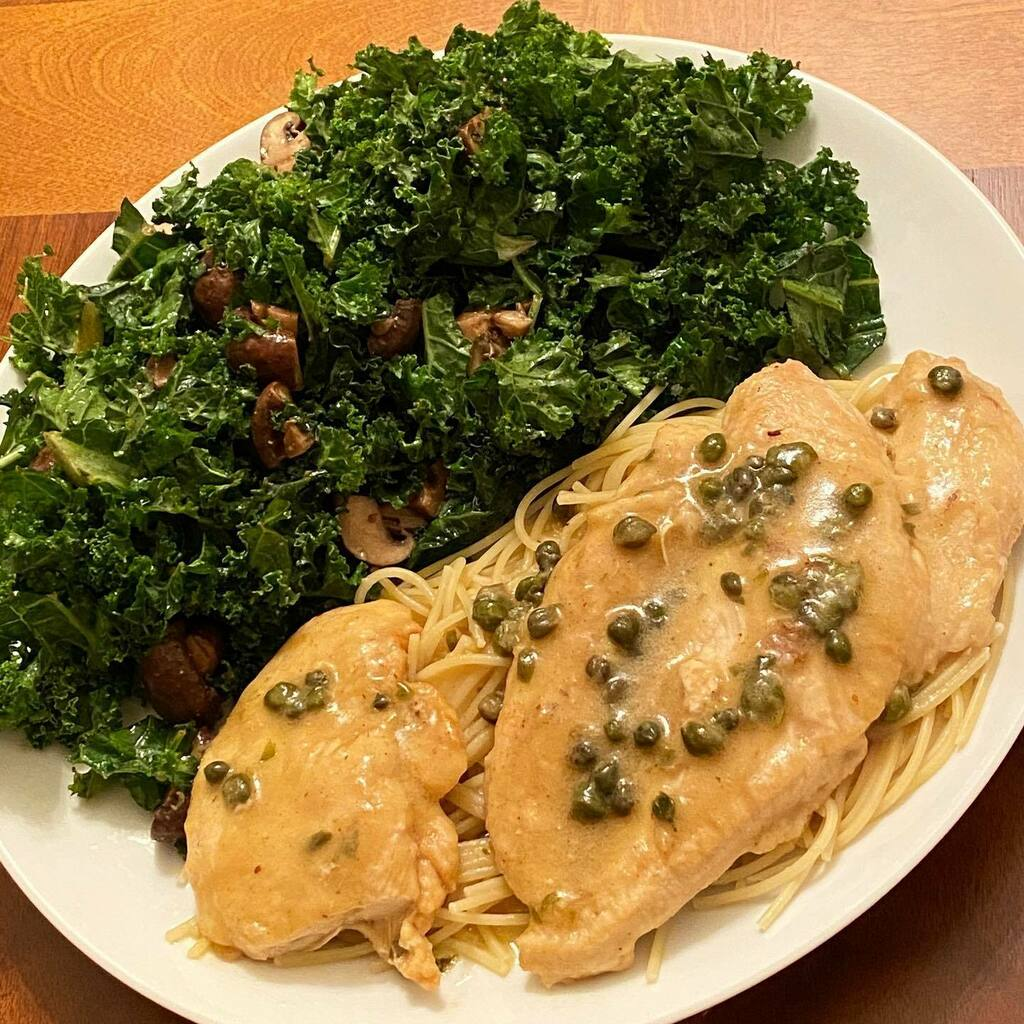 Dinner is served . —————————— : Chicken Piccata over spaghetti with a roasted mushroom kale salad . : Home sweet home . . . #foodie #food #foodporn #wanderlust #jetsetter #foodblogger #foodielife #foodiegram #foodstagram #travelblogger #instatravel… https://instagr.am/p/CA9Klu0jSBA/pic.twitter.com/9gxys5scmU
