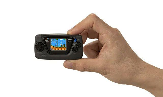 セガの90年代の携帯ゲーム機の小型バージョン「ゲームギアミクロ」が発表!