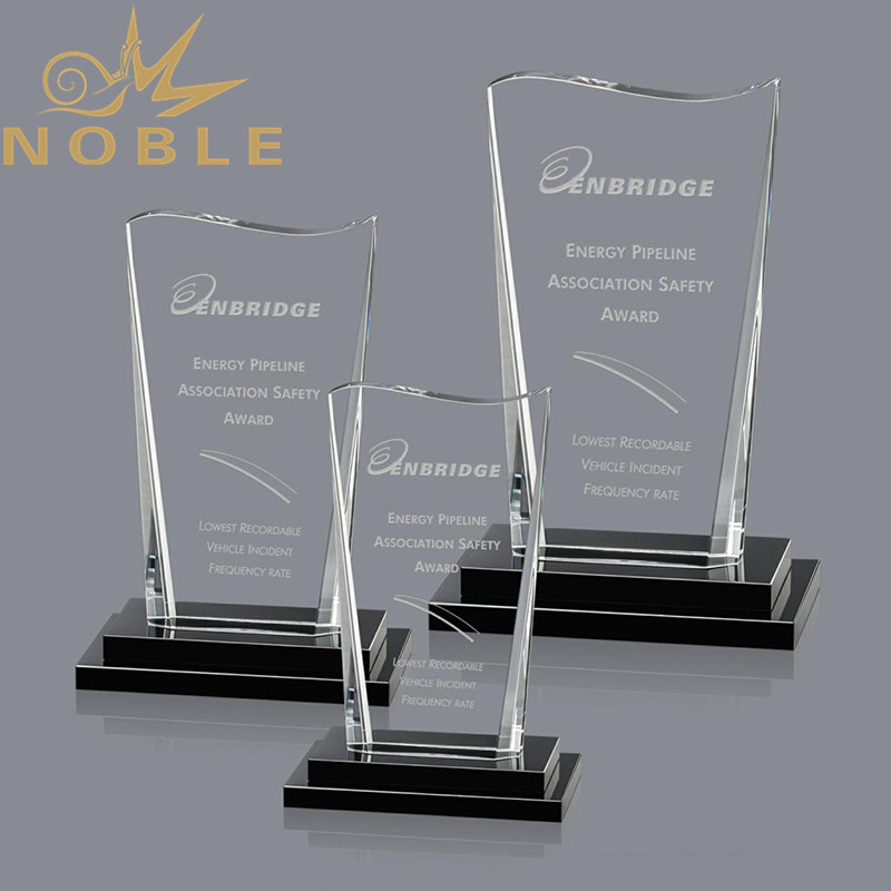 new design crystal plaque award with free engraving  #crystalawards #awards #plaques #crystalplaque #freeengravingpic.twitter.com/kpXWm4QLtW
