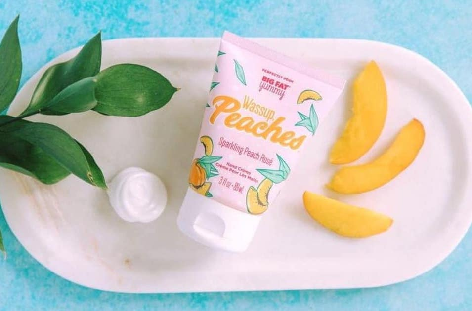 Feature of the Week!!  Wassup Peaches Big Fat Yummy Hand Creme - scent is sparkling peach rose'  summery and so delightful!  Normally $10, now $8  https://posh4everwithlisa.po.sh  #lotionchallenge #lotion #peach #roses #skincare #summer #girly # pic.twitter.com/9LgxWq9A5O