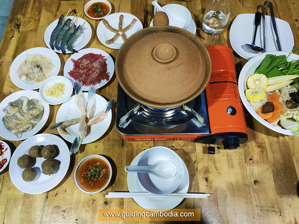 Eat Like Locals - spending an evening to enjoy local BBQ at Road 60 or at Red Crab BBQ offers many different types of local meats, shells... https://www.guidingcambodia.com/travel-guide-cambodia/15-best-things-to-do-see-siem-reap … #eatlikelocals #thingstodo #siemreap #cambodia #tourism #travelguide #asia #destinationspic.twitter.com/CBiPihKfV8
