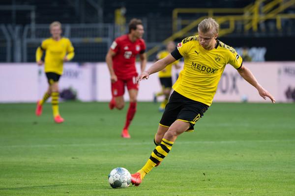 Erling #Haaland verpasste das Auswärtsspiel in #Paderborn aufgrund einer Knieverletzung. Jetzt droht er auch am Samstag gegen @HerthaBSC auszufallen [Foto: dpa]. #BVB   https://t.co/esJmLVcn4e https://t.co/gxQJQndV1n
