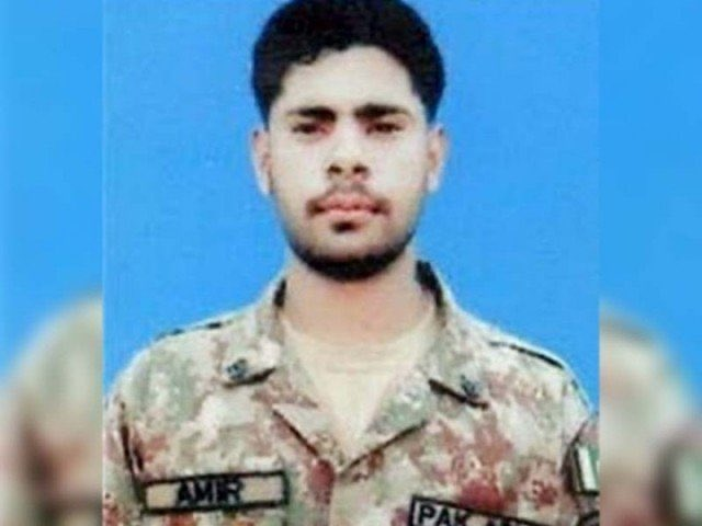 #WeDefendPakArmy Pakistani peacekeeper Naik Naeem Raza, who served the United Nations peacekeepingmission in the Democratic Republic of the Congo and was martyred last year, was on Saturday posthumously awarded a UN medal by Secretary General António Manuel de Oliveira Guterres. <br>http://pic.twitter.com/65CxFsyYNF