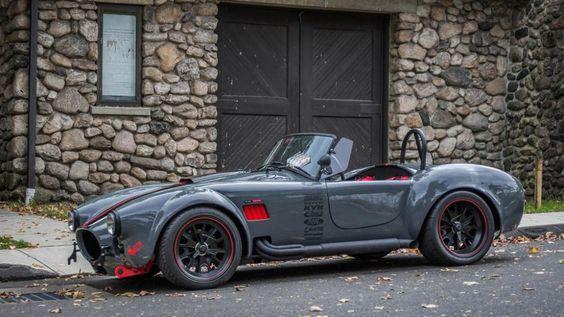 Awesome Shelby Cobra replica!  #WednesdayWant #auto #cars #motor #motoring #sportscar #modded #modified #shelby #cobra #replica #kitcar #customcarpic.twitter.com/22UTauDIm0