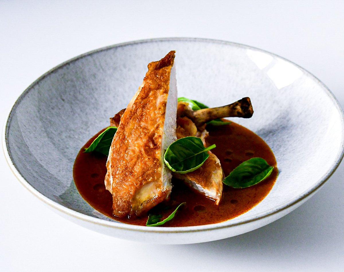 Chicken Supreme in Banga (palm kernel) Sauce, Smoked Crayfish Oil and Basil. #sierraleone #freetown #westafrica #africanfood #mariabradfordkitchen https://t.co/jt8tCycRqJ