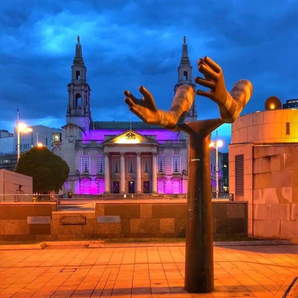 My Hometown did this 🇬🇧 this is worldwide.    Leeds Civic Hall lit purple yesterday evening in memory of George Floyd. Photo taken from Mandela Gardens.   #Blacklivesmatter #leeds https://t.co/7KVP64RTm4