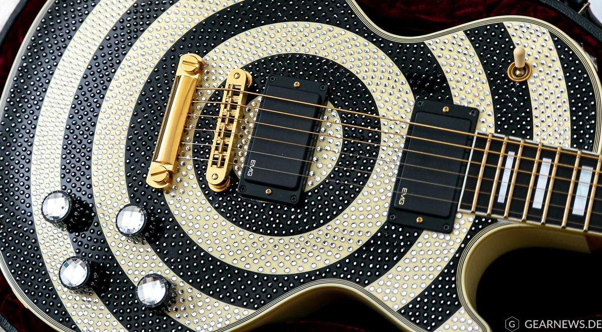 Würdest du diese Gibson Bullseye mit Swarovski-Kristallen spielen? | http://gearnews.de https://www.gearnews.de/zakk-wylde-gibson-les-paul-signature-bulleye-swarovski-kristalle/…  #guitarplayer #guitar #acoustic #acousticguitar #guitarist #guitarporn #guitarsolo #guitarlessons #guitarspotter #guitarsarebetter #guitarstagram #guitarnerdspic.twitter.com/XrJ2m7t6G6