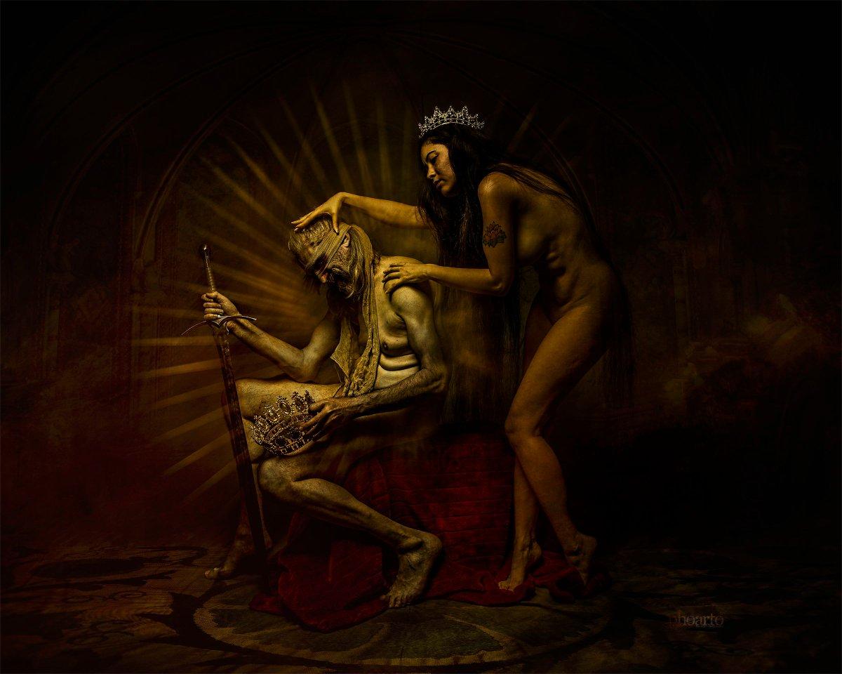 Tyrannis (Machterhaltung) #femaile #model @salome.krings.gillessen⠀⠀ #malemodel @omcgermany⠀⠀ #photo #WalterSchlueter⠀⠀ #editing @phoarto⠀⠀ #art #old #dyingking #fantasy #history #dark #mythology #might #woman #tyrannis #beautiful #poorworld #naked #dictator #Phoarto