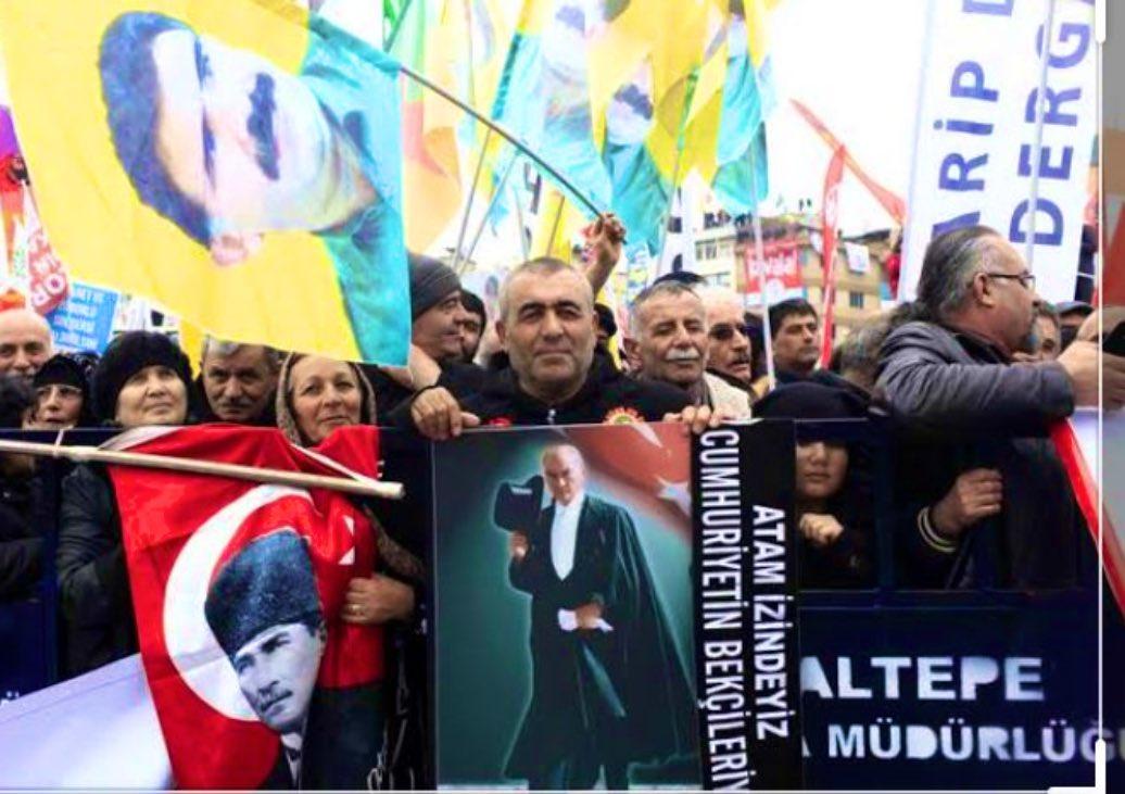 """Gezi'nintek """"kazanımı"""",  CHP'yiHDP'ye,   HDP'yi CHP'ye ve   İyi Parti'yi ikisine de oy verdirenbir zemine çekecek toplumsallığınbaşlangıcı olmasıydı.  Bozkurt ve zafer işaretleri,  Atatürk ile Öcalan posterleri ilk kez orada yan yana geldi.   https://t.co/kGmsaoURiz https://t.co/ostX5ewpqb"""