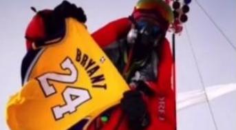 Kobe球迷帶著Kobe球衣登頂珠峰,聽說這里是地球上離老大最近的地方